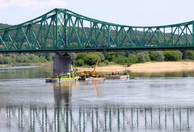 Wymiana odcinka uszkodzonej stalowej magistrali w środkowej części mostu nad nurtem rzeki Wisły we Włocławku